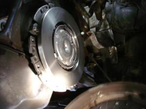 Auto trilt: Olie, vocht of aanslag op uw koppelingsplaat kan voor trillingen zorgen