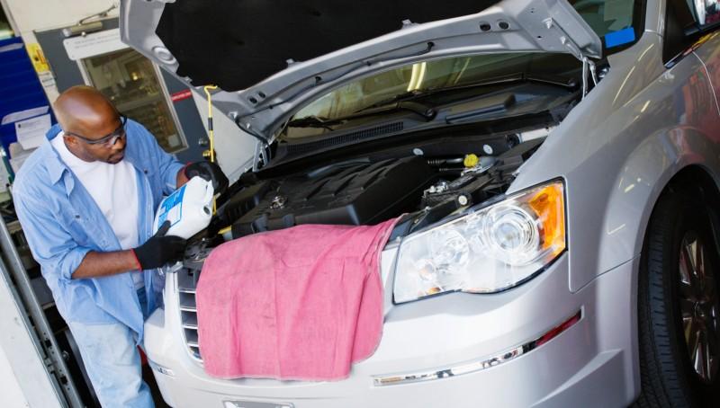 Met deze 4 tips reinig je zelf het motorblok van je auto